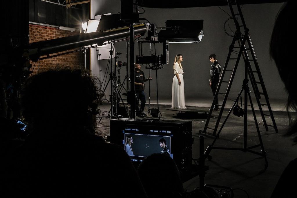 https://konektamusic.com/wp-content/uploads/2021/08/Así-se-grabo-Amaia-y-Alfred-videoclip-12.jpg